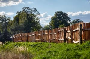 dřevěný plot štípák