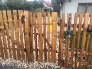 dřevěné ploty-branka