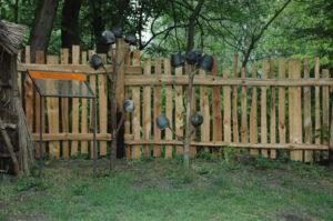 dřevěný plot Baba Jaga