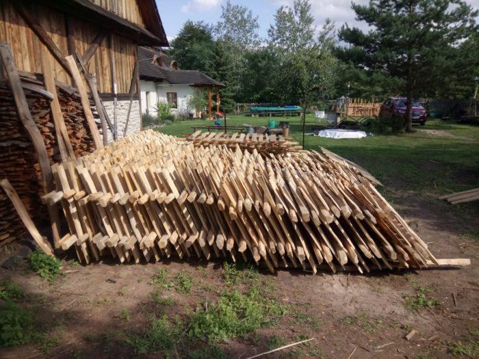 dřevěný štípaný plot