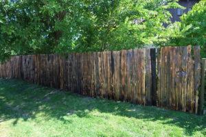 dřevěný plot brána
